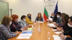 Николова иска повече разяснения за екскурзиите на учениците