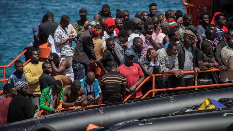 Спасиха над 40 мигранти в Средиземно море