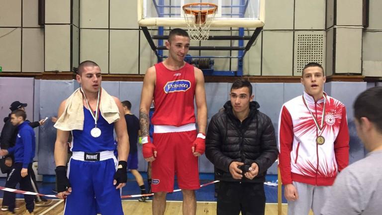 Боксовата ни надежда Иван Атанасов спечели турнира в Ямбол за