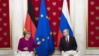 """Газ по """"Северен поток-2"""" може да потече в края на годината, обяви Путин до Меркел"""
