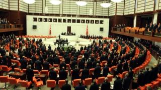 Бой в турския парламент заради спорен законопроект