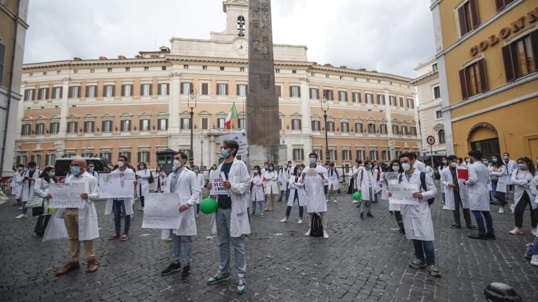 Здравните власти в Италия обявиха, че броят на новозаразените с