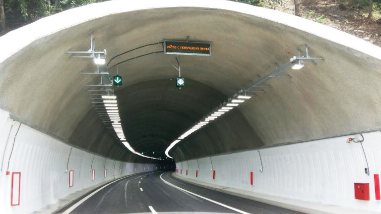 Забрана за разполагане на рекламни съоръжения в тунели, както и