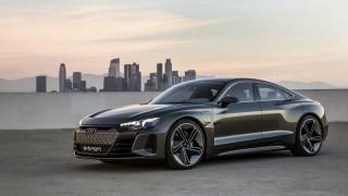 Докато Tesla настъпва към Европа, Audi спира производството на електромобила си