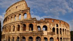 17-годишна българка изрови с монета инициалите си върху Колизеума в Рим