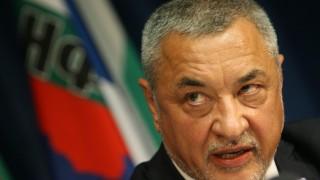 Симеонов скочи срещу оставката на Цачева