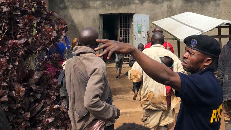 Ислямисти убиха 18 души и подпалиха църква в Конго
