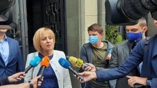 """Манолова се оплака, че """"Изправи се. БГ"""" били подслушвани"""