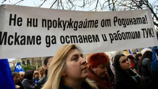 """Борисов намекна, че """"ще реже глави"""" заради апартаментите на властта; Медицински сестри от цялата страна протестират"""