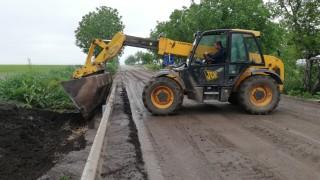 Асфалтират пловдивските улици, потънали в кал след мащабен ВиК ремонт