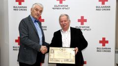 Проф. Цоло Вутов с почетен знак на БЧК