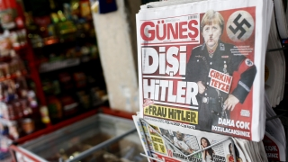 """Турски вестник изобрази Меркел като """"г-жа Хитлер"""" на заглавната си страница"""