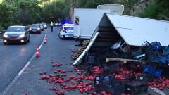 Камион с домати се разби в Кресненското дефиле