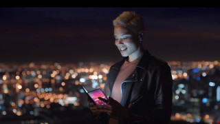 Samsung показа сгъваемия Galaxy F и Galaxy S10
