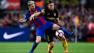 Барса избира ляв бек между футболист на Милан и свободен агент
