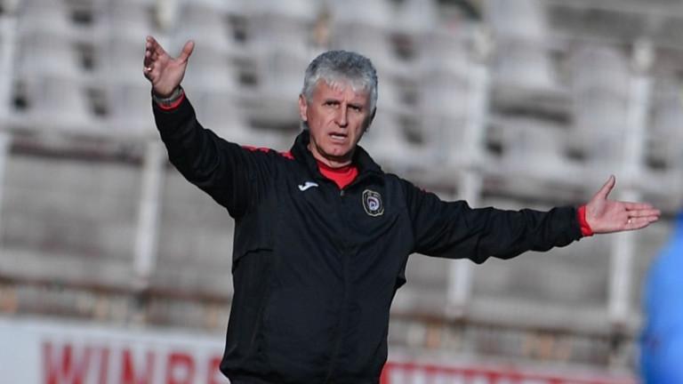 Треньорът на Локомотив (София) Иван Колев заяви, че иска от