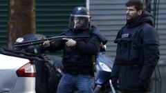 Хиляди протестираха в Париж срещу извънредното положение и отнемането на гражданство