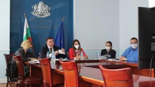 Здравният министър иска запазване на 14-дневната карантина и през зимните месеци