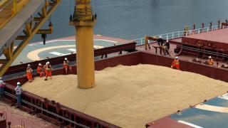 Китай отново купува суровината, станала символ на търговската война