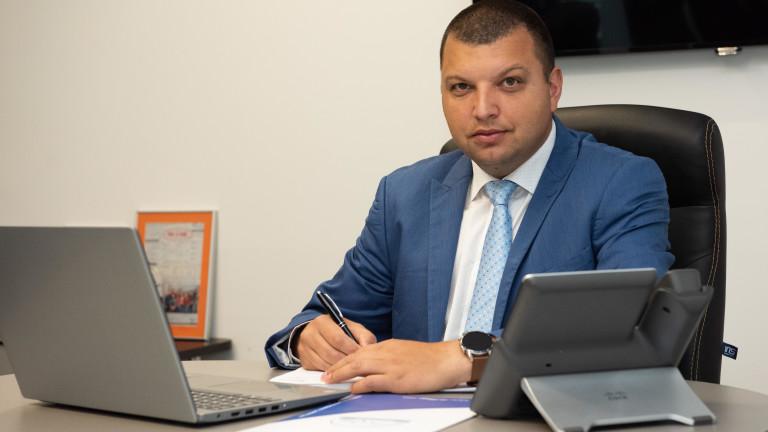 Цветомир Панагюрски е Директор