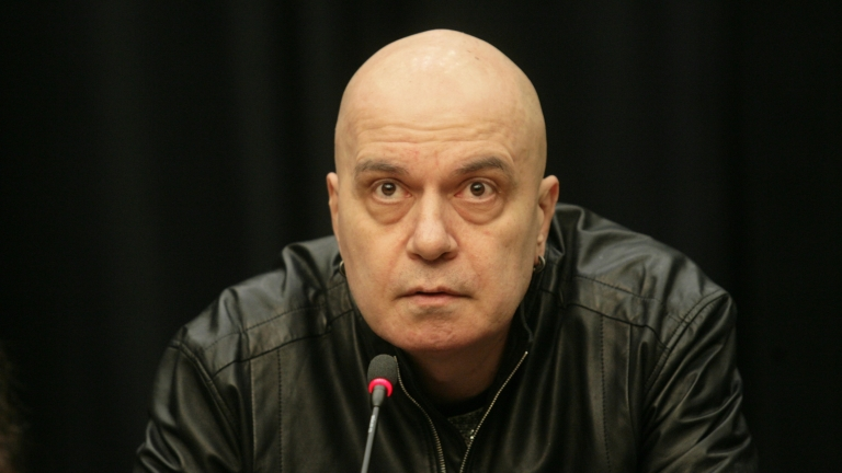 Сайтове погребали Слави Трифонов