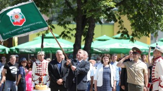Каракачанов обеща 10% по-високи заплати на военните и през 2021 г.