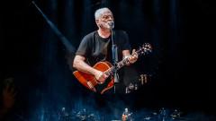 Музикални  хроники: Дейвид Гилмор е взет в Pink Floyd временно и по заместване. Но това не е случайност, а съдба