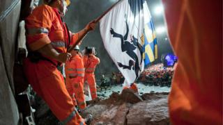 Прокопаха най-дългия тунел в света