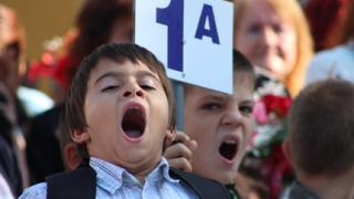 Танев към учителите: Не товарете децата, докато не дойдат новите учебници