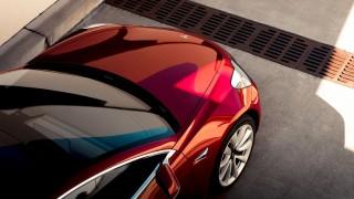 Tesla Model 3: 500 км с едно зареждане (ВИДЕО)