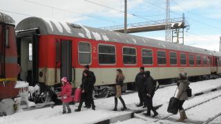 Влаковете между Комунари и Шумен са спрели