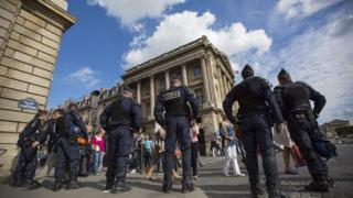 Полицията в Париж арестува 50 души