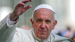 Папа Франциск се бори с фалшивите новини