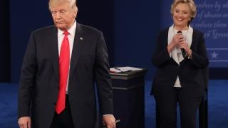 Хилари бие Тръмп и по пари за кампания