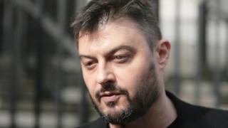 """Бареков занесе камъни и знаме пред централата на """"Да, България"""", но те не му отвориха"""