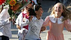 С 64 хил. първолаци започва първият учебен ден