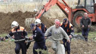 Свлякъл се изкоп затрупа работник в Благоевград