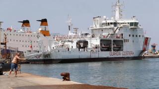 Италия се чуди в коя държава да изпрати 450 спасени мигранти