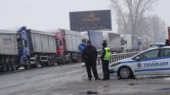 Снегът затвори ГКПП-Кулата за камиони