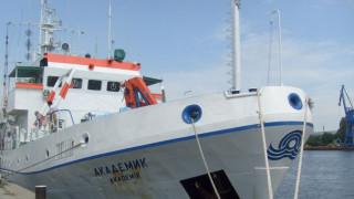 """Спряха обществената поръчка и за кораба """"Академик"""""""