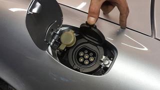 Батериите са ключът към електромобилите. И една китайска компания доминира индустрията