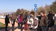 Ученици от Казанлък протестират, след като бутнаха тяхна съученичка на пешеходна пътека