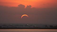 Гледайте слънчевото затъмнение само със защитни очила, съветват учените