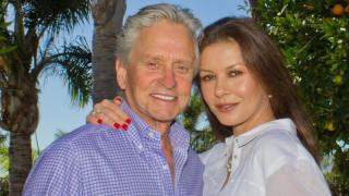 Майкъл Дъглас между бившата и настоящата съпруга