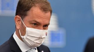 Премиерът на Словакия подаде оставка заради скандала с руската ваксина