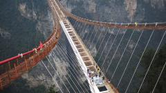 В Китай построиха най-дългия стъклен мост в света