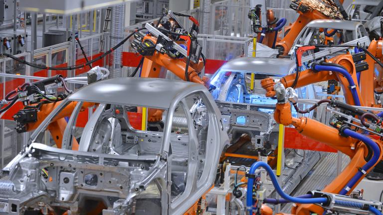Производството на автомобили във Великобритания през май удари дъно от 1946 г.