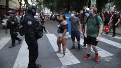 Полицията задържа десетки граждани след сблъсъци в Портланд