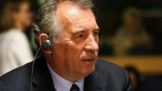 Двама министри от кабинета на Макрон подадоха оставка