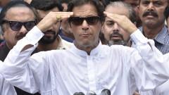Бившата звезда в крикета Имран Хан обяви победа на изборите в Пакистан
